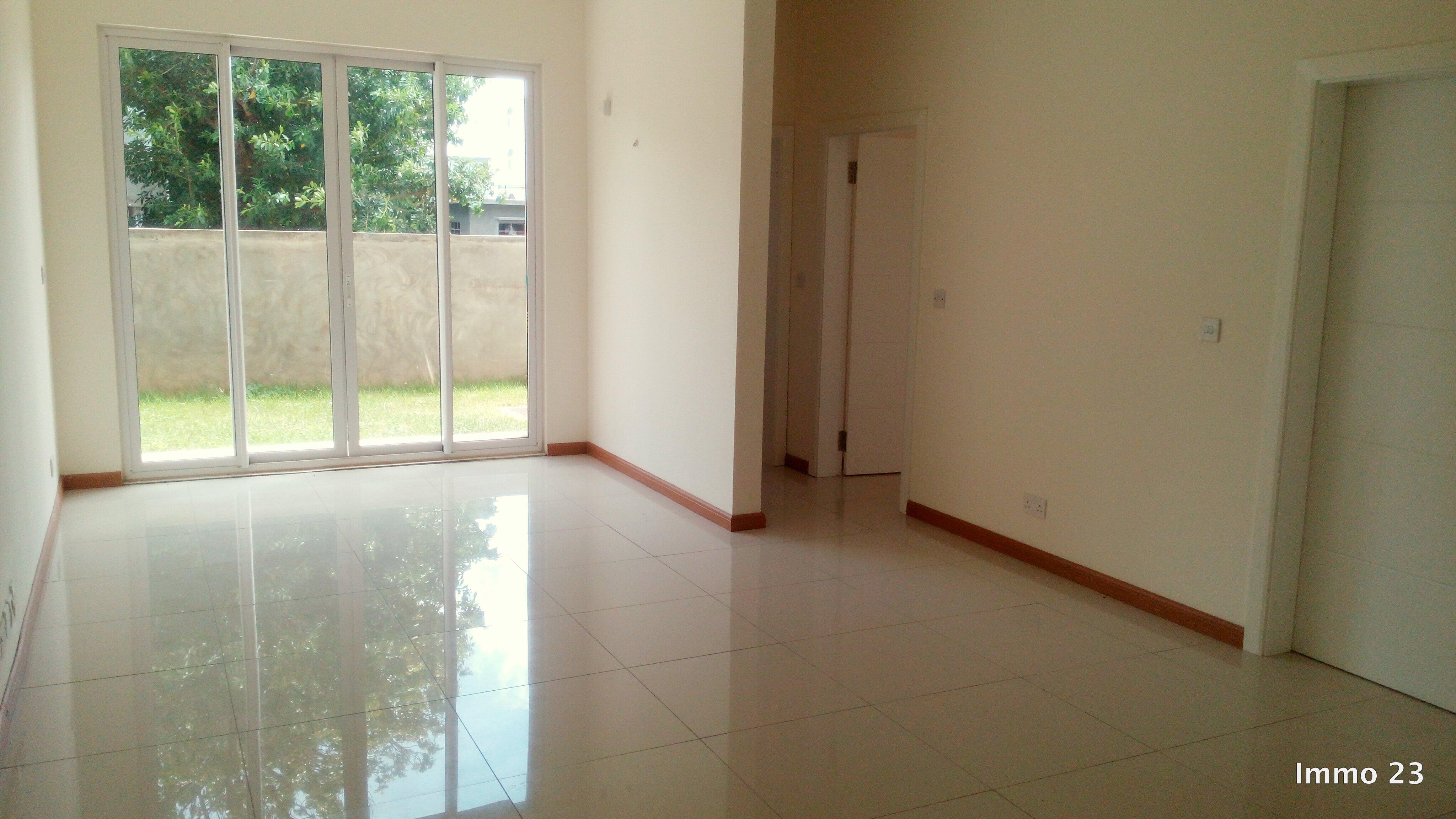 deux appartement au rez de chauss e immobilier 23. Black Bedroom Furniture Sets. Home Design Ideas